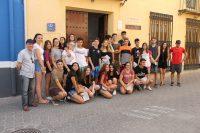 Todos juntos posan ante la Casa Museo Don Pepe Marsilla antes de visitarla