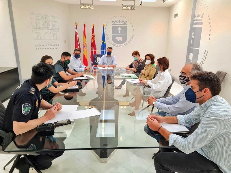 El Ayuntamiento de Caravaca pide a la población que no baje la guardia, ya que el 92,3% de los casos de COVID tiene su origen en 8 brotes de encuentros familiares y de amigos